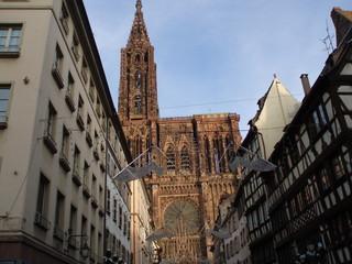 La cathédrale de Strasbourg - das Strassburger Münster - Münster, Kathedrale, Sandstein, Gotik, Kirche, Rosette, Fensterose, Fialen