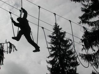 Schritte - Hochseilgarten, Mut, neue Wege gehen, Angst, Wagnis, Seil, überqueren, Abgrund, Sport, Abenteuer, turnen, Freizeit, klettern, schwindelfrei