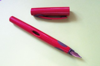Füller - Schule, Büro, Utensilien, Füller, Füllhalter, Federhalter, Schreibzeug, Verschlusskappe, schließen, schreiben, Anfangsunterricht, Füllfeder