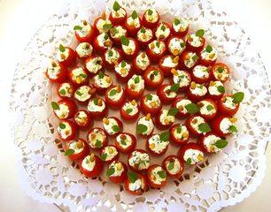 Gefüllte Minitomaten#2 - Minitomate, Cocktailtomate, Käsecreme, Pinienkern, Basilikum, Fingerfood, Häppchen, mediterran