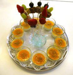 Limettencreme mit Maracujaspiegel - Limettencreme, Maracujaspiegel, Kuchenlollies, Rührmasse, Früchte