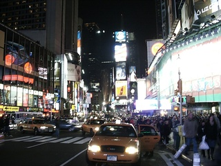 Times Square - NY, New York, USA, Amerika, Manhattan, Nacht, Stadt, Licht, Beleuchtung, Elektrizität, Lichtverschmutzung, Lichtreklame, Großstadt, Metropole, Straßenverkehr