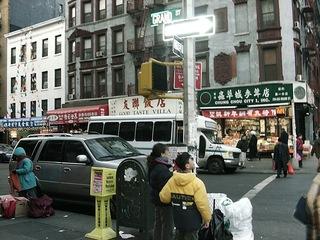 China Town in NY - NY, New York, USA, Amerika, Straße, China Town, Stadtviertel, Manhattan, Großstadt, chinesisches Viertel, chinesische Schriftzeichen, Straßenverkehr