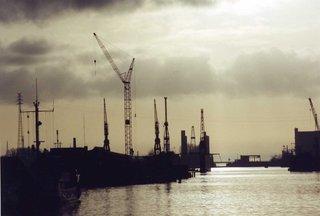 Emder Hafen - Hafen, Kran, Kräne, Zugbrücke, Delft, Hafenbecken, Emden, Abend, Dämmerung, Kai, Stückgut