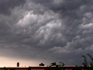 Kurz vorm Gewitter - Gewitter, Unwetter, Wolken, Sturm, Gewitterwolken, Himmel, Luft, Atmosphäre, dunkel, schwarz, unheimlich, Schreibanlass