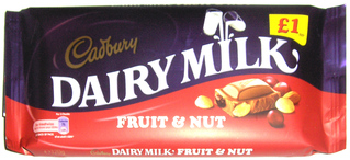 Very British #10 Chocolate - Schokolade, chocolate, Cadbury, dairy, milk, nuts, fruit, Rosinen, Nüsse, Milch, bar, Tafel, blue, red, blau, rot, sweet, 1pound
