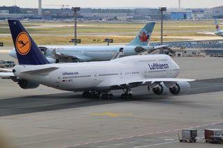 Flugzeug#3 - Luftverkehr, Flugzeug, Linienmaschine, Verkehrsmittel, Transportmittel, fliegen, reisen, verreisen, Urlaub, Reise, Auftrieb