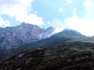 Waldbrände im Hochgebirge - Waldbrand, Waldbrände, Gebirge, Hochgebirge, Feuer, löschen, Hitze, Berge, Rauch, Löschflugzeuge, Felsen