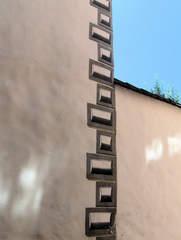 Trompe-l'œil an einer Hauswand #1 - Trompe loeil, Täuschung, Malerei, Architektur, Hauswand, Effekt, Steine, Symmetrie, Schatten, Illusion