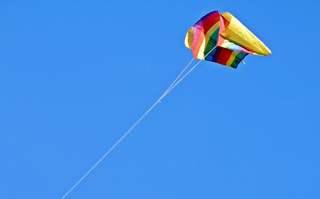bunter  Drachen - Drache, Drachen, Herbst, Wind, Lenkdrachen, fliegen, Flug, Drachenschnur, lenken, Himmel, Auftrieb, Schnur, bunt