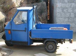 Kleintransporter Äolische Inseln - Kleintransporter, Dreirad, blau, Italien