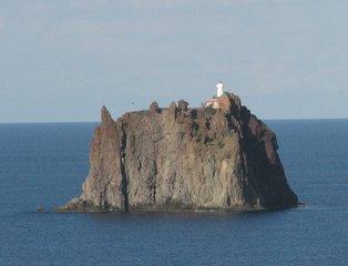 Strombolicchio - mit Leuchtturm - Leuchtturm, Navigation, Leuchtfeuer, Insel, Meer, Seezeichen