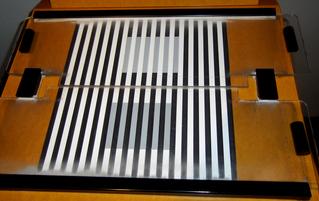 Optische Täuschung #1 - Optik, Experiment, Täuschung, grau, weiß, schwarz, Linien, Streifen, Grautöne, sehen, Illusion