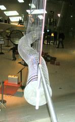 Modell zur Traversalwelle - Welle, Traversalwelle, Spirale, Physik, Wellenbewegung, Oszillation, Schwingung, Querwelle, Energie, Bewegung