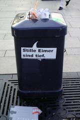 Mülleimer-Spruch 10 - Abfalleimer, Müll, Stadtreinigung, Abfallproblem, lustig, Witz, Sprachwitz, Slogan, Werbung, Humor, Sprechblase, Werbesprache