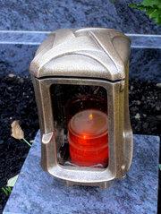 Grablicht #3 - Grablicht, ewiges Licht, Kerze, Dauerlicht, rot, Friedhof, Symbol, katholisch, Allerheiligen, brennen, Flamme, Grab, Grabstätte, Trauer, Gedenken