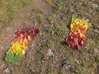 Herbstlaub Fußspuren - Herbstlaub, Laub, Herbst, Naturkunst, bunt, Kunst, Natur, Fußspuren