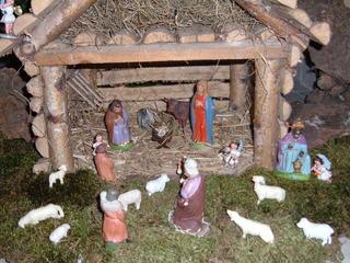 Weihnachtskrippe - Weihnachten, Krippe, Maria, Josef, Jesus, Ochse, Esel, Stall, König, Engel, Hirten, Schafe