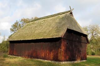 Schafstall - Stall, Schafe, Viehwirtschaft, Landwirtschaft, Reet, Reetdach, Giebelschmuck, Pferdeköpfe, Eulenloch