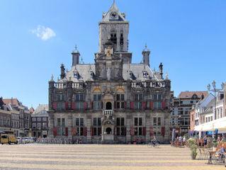 Rathaus in Delft - Delft, Rathaus, Marktplatz, Renaissance, Niederlande, Markt, Platz, Sehenswürdigkeit, spätgotisch, Gebäude, Symmetrie