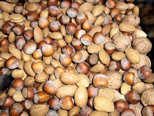 Nüsse und Mandeln - Walnüsse, Walnuss, Haselnüsse, Haselnuss, Mandel, Mandeln, Mischung, Weihnachtszeit