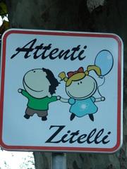 Schild auf korsisch - Schild, Verkehrsschild, Korsika, korsisch, Kinder, zitelli, panneau