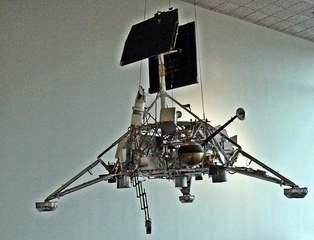 Surveyor - Ausstellungsstück - Landvermesser, NASA, Raumsonde, Mondsonde, Sonde, Raumfahrt, technisch, Technik, Forschung, erforschen, Kosmos, Weltall
