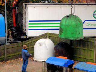 Glascontainer #4 Entsorgung - Glascontainer, Recycling, Wiederverwertung, Müll, Umweltschutz, Glas, Behälter, Abfall, Sammelplatz, Wertstoff, Wertstoffe, Altglas, Rohstoff, wertvoll, Entsorgung, Trennung, Mülltrennung