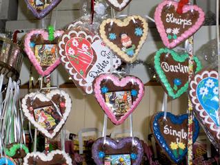Lebkuchenherzen - Lebkuchenherzen, Lebkuchen, Herzen, süß, Gebäck, kitschig, Zuckerguss, bunt, Jahrmarkt, Weihnachtsmarkt, Schützenfest, Süßigkeit, Naschwerk, essen, naschen