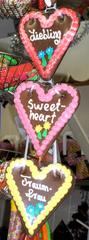 Lebkuchenherzen - Lebkuchenherzen, Lebkuchen, Herz, Herzen, Gebäck, süß, Süßigkeit, bunt, Naschwerk, naschen, essen, Weihnachtsmarkt, Schützenfest, Kirmes, Liebe, drei, kitschig