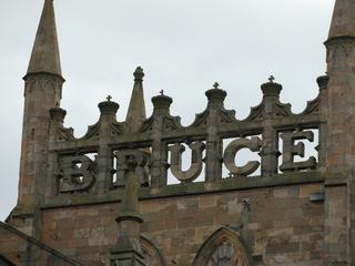 Robert the Bruce - Schriftzug an der Dunfermline Abbey - Schottland, Scotland, Robert the Bruce, König, Kind