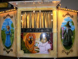 Kaspertheater - Kaspertheater, Kasperltheater, Kasperletheater, Kasper, Kasperl, Kasperle, Puppentheater, Figurentheater, Kinder, Theater, Figuren, Spiel, Bühne, Spielzeug, Tradition, Handpuppe, Vorhang