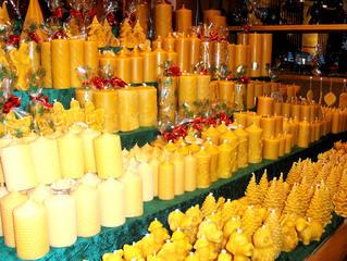 Kerzen aus Bienenwachs - Kerze, Kerzen, Wachs, Bienenwachs, gelb, gold, Duft, schnitzen, rollen, drehen, Licht, Stimmung, brennen, Weihnachten, Marktstand