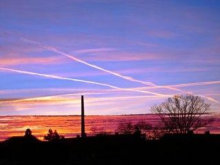Sonnenaufgang in der Stadt #2 - Morgenstimmung, Morgenröte, Stimmung, Morgen, Dämmerung, Sonnenaufgang, Sonne, Himmel, Wolken, rot, Farbenspiel, Kontrast, rot, orange