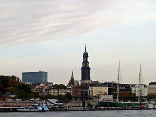 Hamburg Landungsbrücken - Hamburg, Hansestadt, Hafenstadt, Sehenswürdigkeit, Museum, Flaniermeile, Schiffsanleger, Hafenrundfahrt