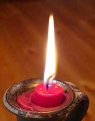 Kerzenflamme - Kerze, Flamme, Feuer, Wachs, Weihnachten, Advent, brennen, Licht, heiß, hell, leuchten, Lichtquelle, warm, tropfen, hell, Docht, Flammenmantel, Flammenkern, Sachunterricht, Wärmeströmung, Physik, Chemie, Sauerstoff, Kohlenstoffdioxid, Verbrennung