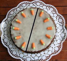 Torte teilen #8 - Kuchen, Torte, Tortenstück, teilen, Teil, Teile, Hälfte, halbieren, Bruchrechnen, rechnen, Bruchteil, Brüche, zwei, Winkel