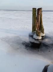 Winter - Winter, Frost, Eis, Wasser, Schnee, frieren, gefroren, zugefroren, See, Dichte, Physik, Aggregatzustand, Anomalie, Eindruck, kalt, Impression, Jahreszeit, Horizont, Licht, Schatten, kalt, Kälte, winterlich, frostig, Dalben