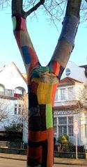 Bestrickter Baum - stricken, häkeln, Kultur, Knitting, Graffiti, Kunst, Motiv, Impression, Motiv, Baum, warm, Wolle, Strickkunst, Objektkunst, Kunstobjekt