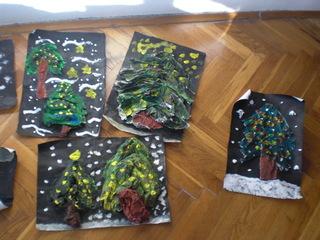 Weihnachtsbäume - Pappmache, Pappmaché, Pappmaschee, Collage, Tempera, Deckfarben, Kleister