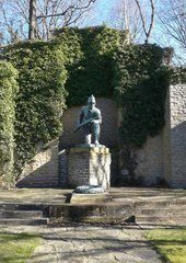 Goslar, Kriegerdenkmal - Denkmal, Soldat, Gewehr, Krieg