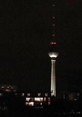 Fernsehturm bei Nacht - Berlin, Fernsehturm, Nacht, nachts, dunkel, Licht, leuchten, Deutschland, Sehenswürdigkeit, Wahrzeichen