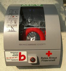 Defibrillator#1 - Defibrillator, Erste Hilfe, Notfall, Schockgeber, Herzflimmern, Rettung, Kardiologie, Lebensrettung