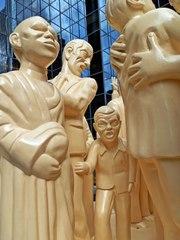 The Illuminated Crowd #4 - Canada, Kanada, Montreal, Skulptur, Kunst, Menschenmenge, Plastik, Gesichter, Gefühle, Ausdruck, Menschen, menschlich, symbolisch, Mimik, mimisch, Ethik