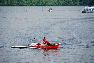 Wasserrettung - Rettung eines Kanuten #4 - Rettung, Wasser, retten, Ehrenamt, ehrenamtlich, Rettungsschwimmer, helfen, ertrinken, schwimmen, erschöpft, hilflos, Unfall, verunfallt, Not, sichern, Rettungsboot, Lifeguards, Lifeguard, Rettungsdienst, Gefahr, Gefahrenabwehr, Engagement, Erste Hilfe, Kanu, Kanute
