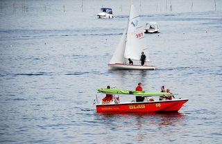Wasserrettung - Rettung eines Kanuten #5 - Rettung, Wasser, retten, Ehrenamt, ehrenamtlich, Rettungsschwimmer, helfen, ertrinken, schwimmen, erschöpft, hilflos, Unfall, verunfallt, Not, sichern, Rettungsboot, Lifeguards, Lifeguard, Rettungsdienst, Gefahr, Gefahrenabwehr, Engagement, Erste Hilfe, Kanu, Kanute