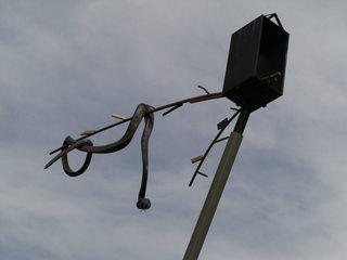 Schlange über Kreuzung - Kunst, Kunstobjekt, Plastik, Schlange über Kreuzung, Kunstoff, Stahl, Auke de Vries