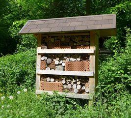 Insektenhaus - Insektenhotel, Insekten, Wildbienen, Bienenhotel, Wespen, Bruthilfe, Höhlung, Nisthilfe, Überwinterungshilfe, Insektenhaus, Insektenschutz, Nistkästen, Naturmaterial