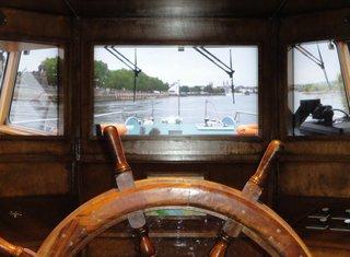 Ausblick von einem Rheindampfer - Rheinschifffahrt, Brücke, Steuerrad, Ausblick, Rhein, Mosel