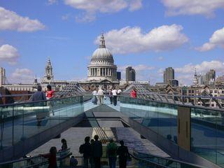 St.Paul's Cathedral and the Millenium Bridge - St.Paul's Cathedral, Millenium Bridge, London, Sights, Sehenswürdigkeiten, Sehenswürdigkeit, River Thames, Thames, Brücke